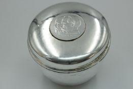 925 Silber Deckel Dose mit eingelegter Daimler Medaille Halbmond / Krone Punze:ML Höhe:8cm