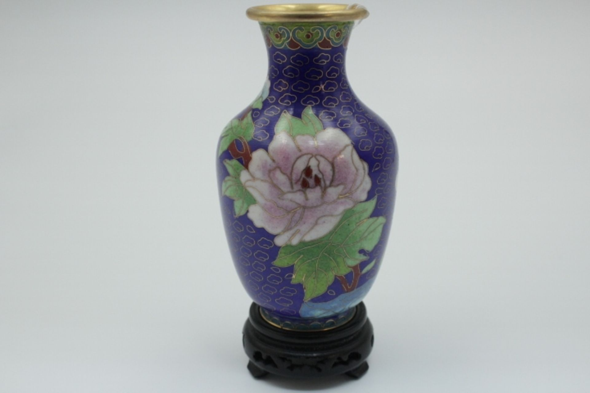 Cloisonne Vase Emaille auf Metall Blumendekor Höhe 13cm 20.Jhdt. Sockel ergänzt