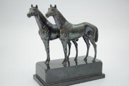 Paar Pferde Metallskulptur Patiniert wohl um 1930 Höhe 22 cm unsigniert