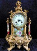 Kaminuhr mit Beisteller, französisch um 1860, Pendule und Säulen emailliert u. bemalt, Metallg