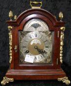 John Smith, Kaminuhr, Holzgehäuse mit Messingverzierung, 2. H. 20. Jhdt., Höhe 29 cm