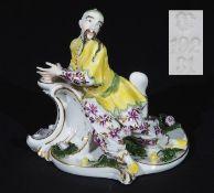 Sitzender Chinese mit Teetasse. NYMPHENBURG, 20. Jahrhundert, Modellnummer 192. Modell Entwurf