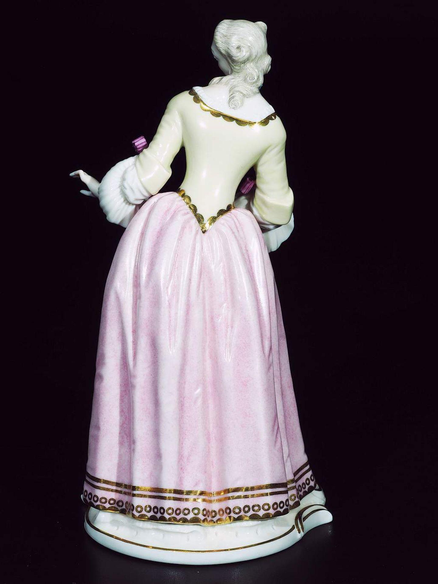 """Kommödiantenfigur """"Isabella"""", NYMPHENBURG, 20. Jahrhundert. - Image 4 of 7"""