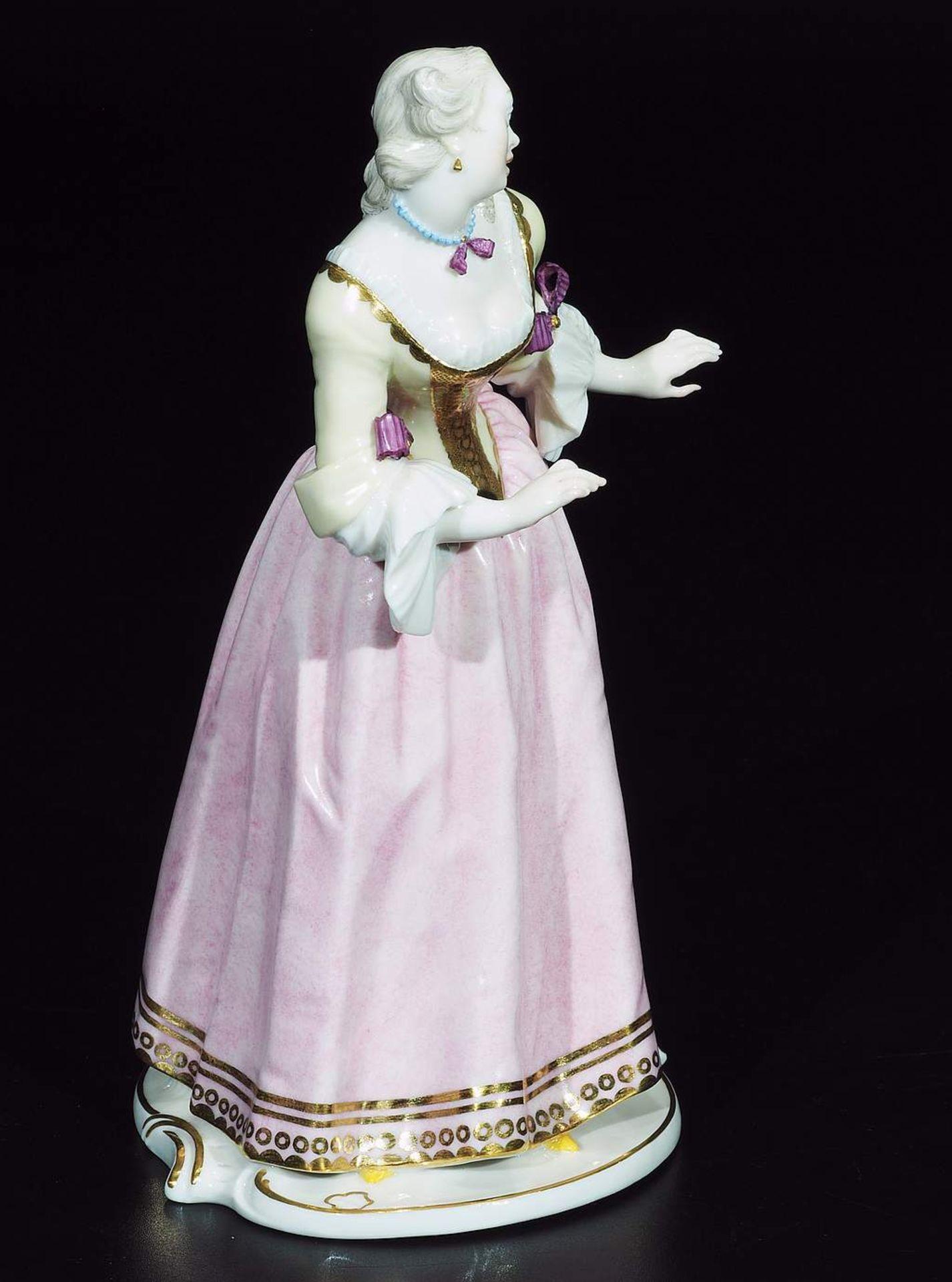 """Kommödiantenfigur """"Isabella"""", NYMPHENBURG, 20. Jahrhundert. - Image 5 of 7"""