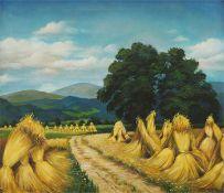 Sommerliches Feld mit Getreidegarben.