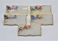 Porzellan Platzkarten Tischkarte 5-teilig Porzellanmarke N mit Krone, eine Blüte beschädigt