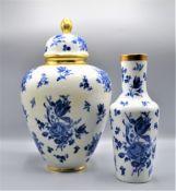 Konvolut 2 Vasen PMR Bavaria Jäger & Co Porzellan Deckelvase ca. 35cm, kleine Vase ca. 25cm