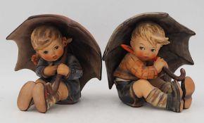 """2 Figuren Porzellan GOEBEL/Hummel """"Bub/Mädel unter Schirm"""" je H ca. 12cm, je Asp."""