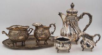 1 Konv. Silberobjekte Si. 800/925:Kaffeekern, Platte, Henkelkörbchen sowie Vorlege-/B