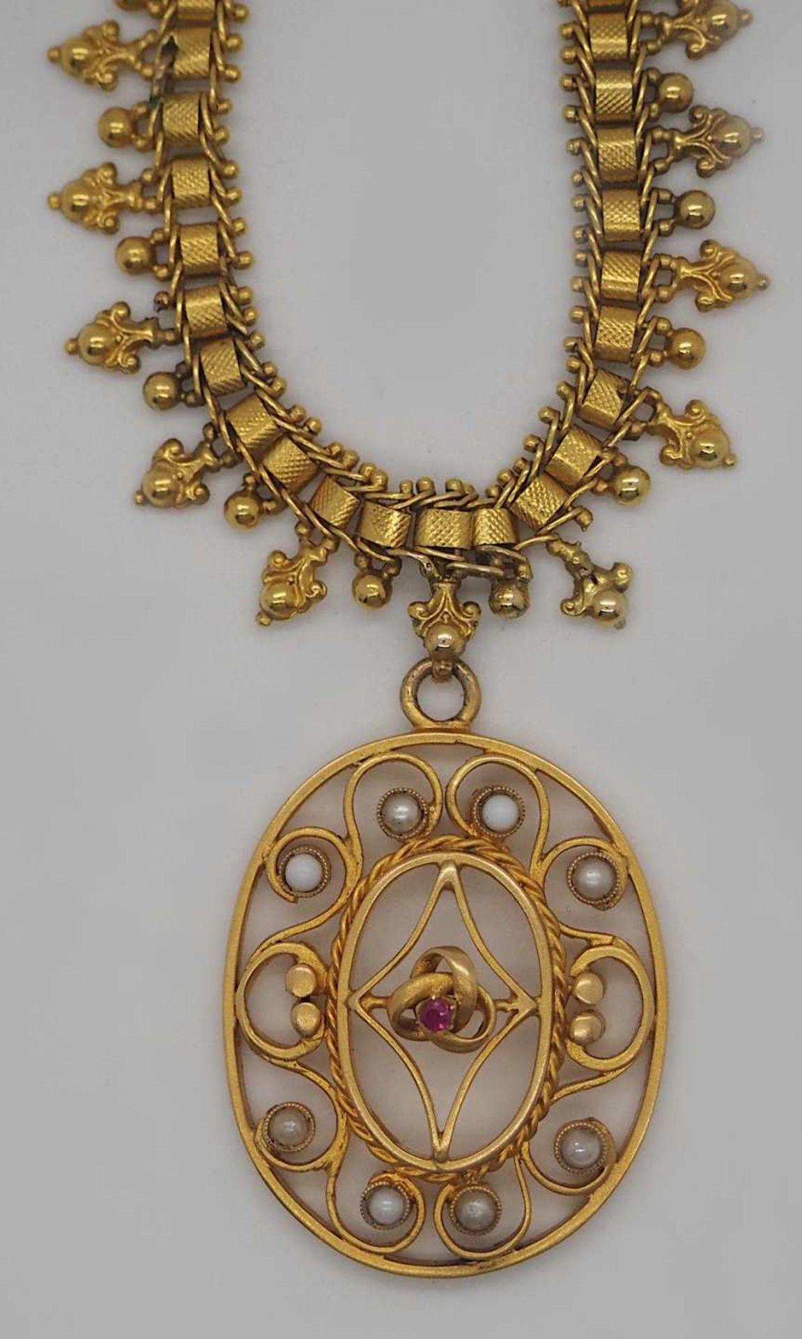 1 Collier wohl ungestempelt mit Einhänger wohl GG, Rubin, Perlen u.a., alt