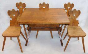 1 massiver Tisch Eiche, 20. Jh. mit eingebauter Schublade, ca. 45x109,5x79cm sowie 5 B