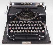 """1 Reiseschreibmaschine wohl 1930er Jahre MERCEDES """"Selecta"""" min. ber. sowie 1 Original"""