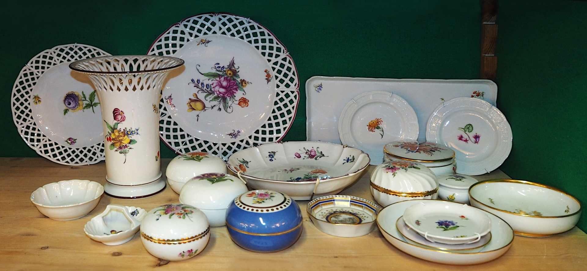1 Konv. Porzellan NYMPHENBURG, versch. Serien und Muster vor allem weiß mit Blumendekor <br - Bild 3 aus 3