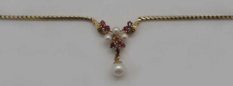 1 Collier GG 14ct. Perlen, Rubine