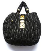 1 Damenhandtasche MIU MIU schwarz Coffer Matelasse Gesamthöhe ca. 42cm mit Henkel, mi