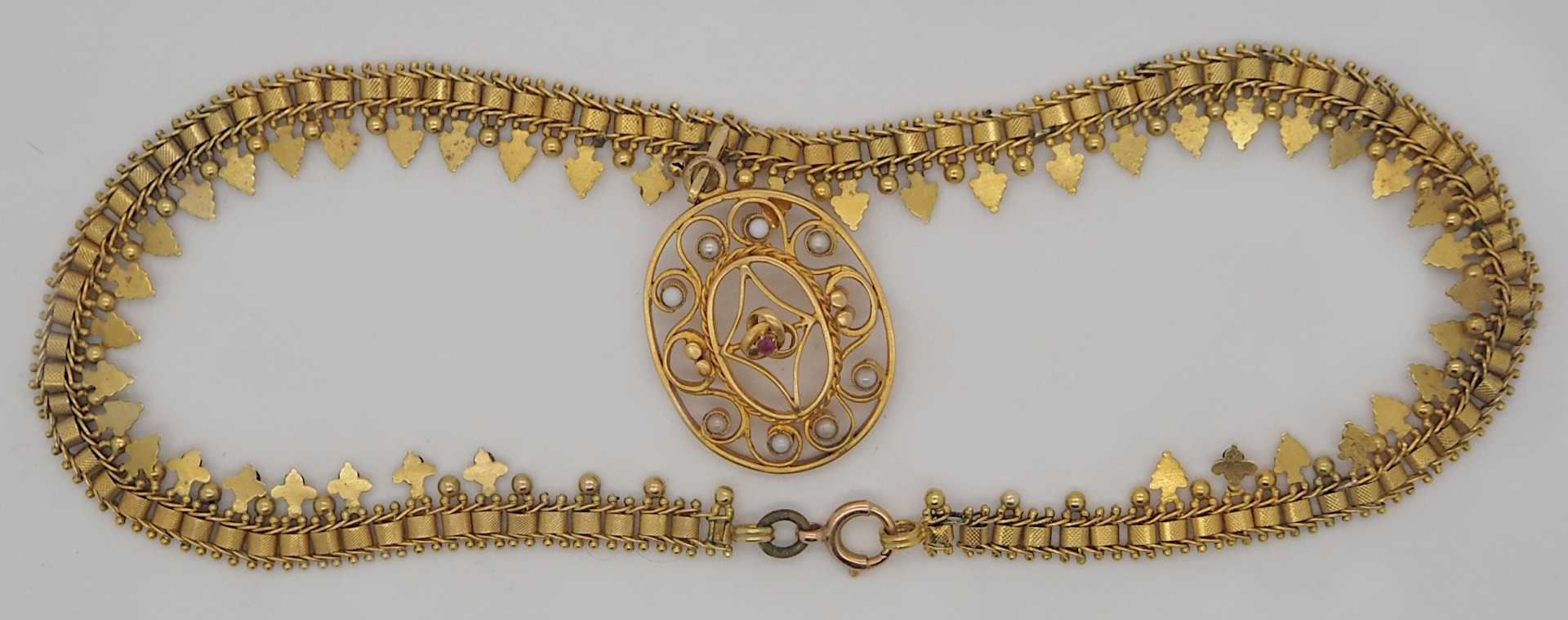 1 Collier wohl ungestempelt mit Einhänger wohl GG, Rubin, Perlen u.a., alt - Bild 2 aus 2