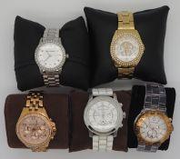 1 Konv. Armbanduhren MICHAEL KORS, LAGERFELD, GUESS wohl gut erhalten, im Karton