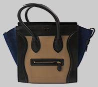 """1 Damenhandtasche CÉLINE Paris Modell: """"Luggage"""" Kalbsleder, beige/schwarz/blau, Stau"""