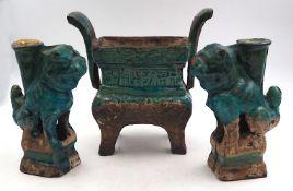 3 Tonobjekte wohl Räucherstäbchenhalter, grün-blau glasiert, lt. EL China 16.-18. Jh.: <b