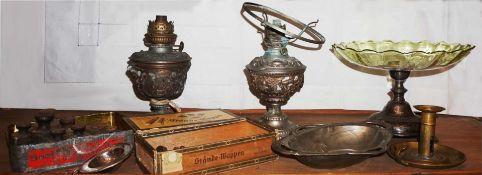 1 Konv. Sammlungs- und Dekorationsobjekte Messing/Metall u.a., z.T. um 1900 2 Balkenwa