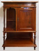 1 Kabinettschränkchen im Stile des Jugendstils, 20. Jh., Nussbaum beschnitzt mit gedr