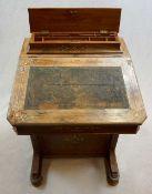 1 Schreibpult wohl Ende 19. Jh., Holz intarsiert mit floralem Medaillon-Dekor, gedrüc