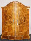 1 Aufsatzmöbel wohl 19. Jh., Holz furniert mit Metallapplikationen gedrückte Kugelfüße, Korpus 2-