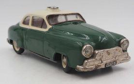 """1 Polizei-Spielzeugauto SCHUCO-Electro """"Alarm-Car 5340"""" Metall grün gefasst, L ca. 21"""