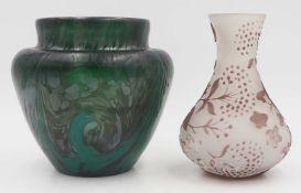 """1 Glasvase gemarkt """"AS im Kreis"""" farbloses Glas mit schwarz-grünem Überfang, H ca. 1"""