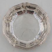 1 kleine Schale Silber 800 gemarkt C. TEWES leicht gedrehter godronierter Dekor, D ca.