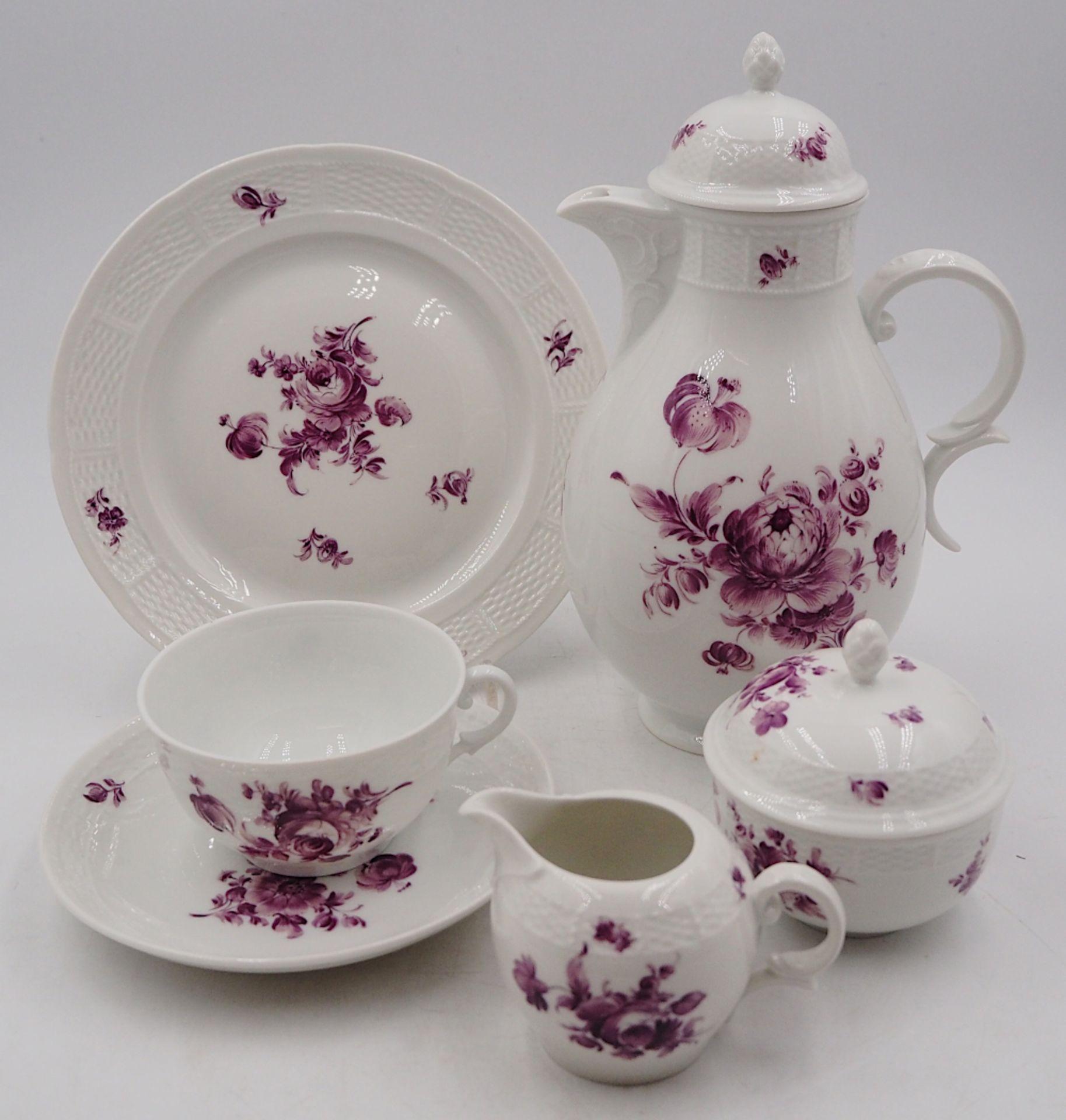 1 Kaffeeservice Porzellan NYMPHENBURG Unterglasurmarke, weiß mit violettem Blumendeko