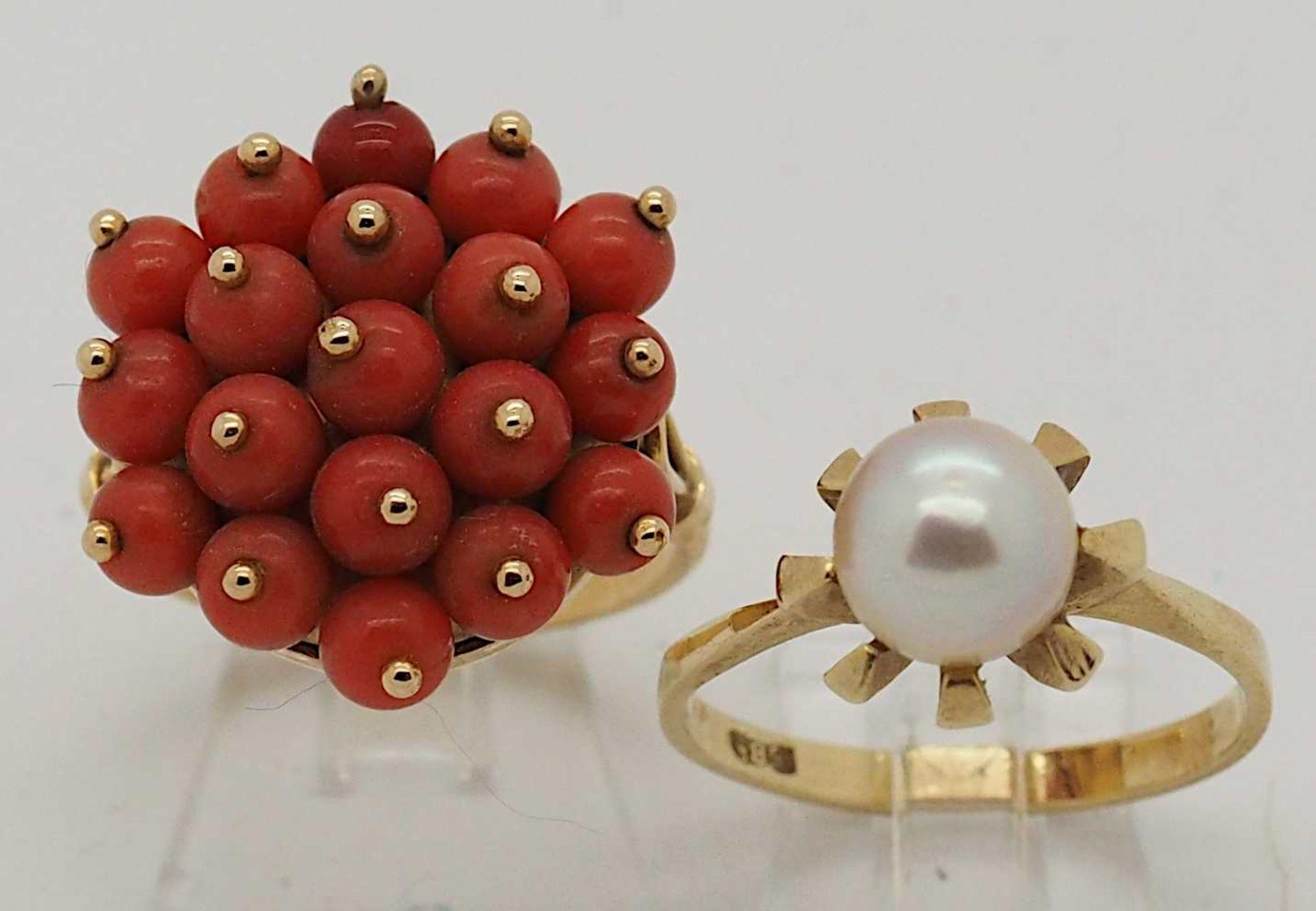 1 Damenring GG 18ct. Korallen, ca. Ringgröße 56, 1 Damenring GG 14ct. Perle, ca. Rin