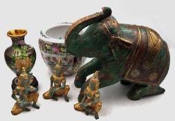 1 Konv. Asiatika 20. Jh.: Porzellan Japan u.a. mit versch. Dekoren sowie Metallobjekte