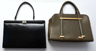 5 Handtaschen Leder u.a.: PORSCHE Design, BALLY u.a. z.T. sichtbare Gsp.
