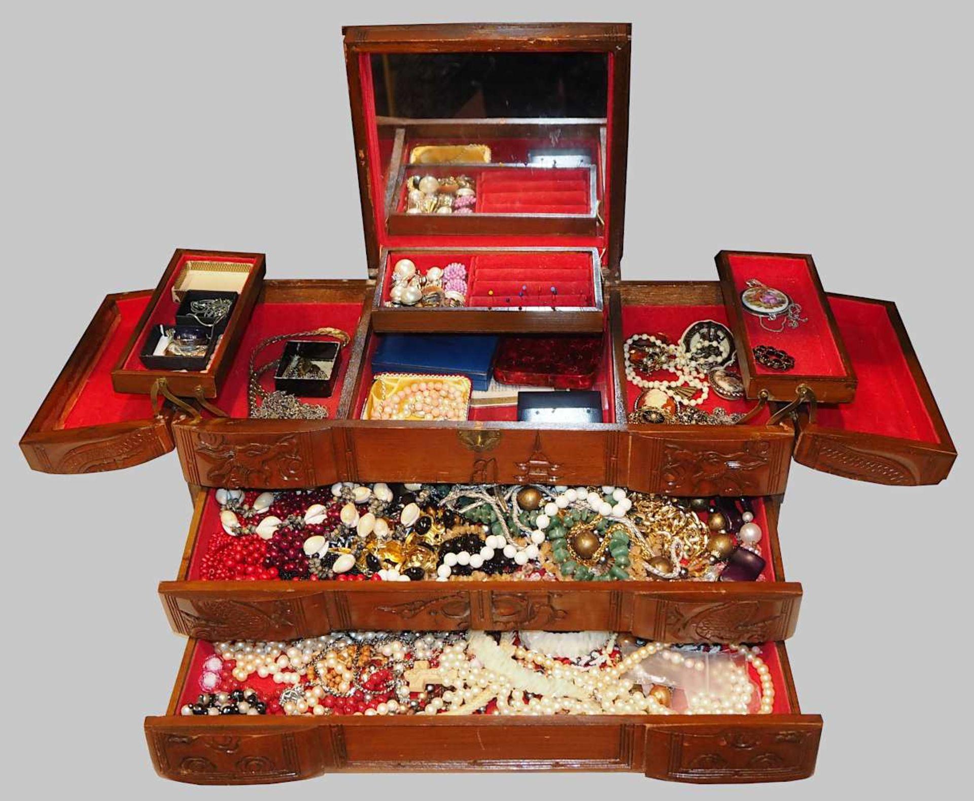 1 Konv. Schmuck Silber/Mode u.a. Edelsteine, Koralle u.a., in der Holzschatulle - Bild 2 aus 2