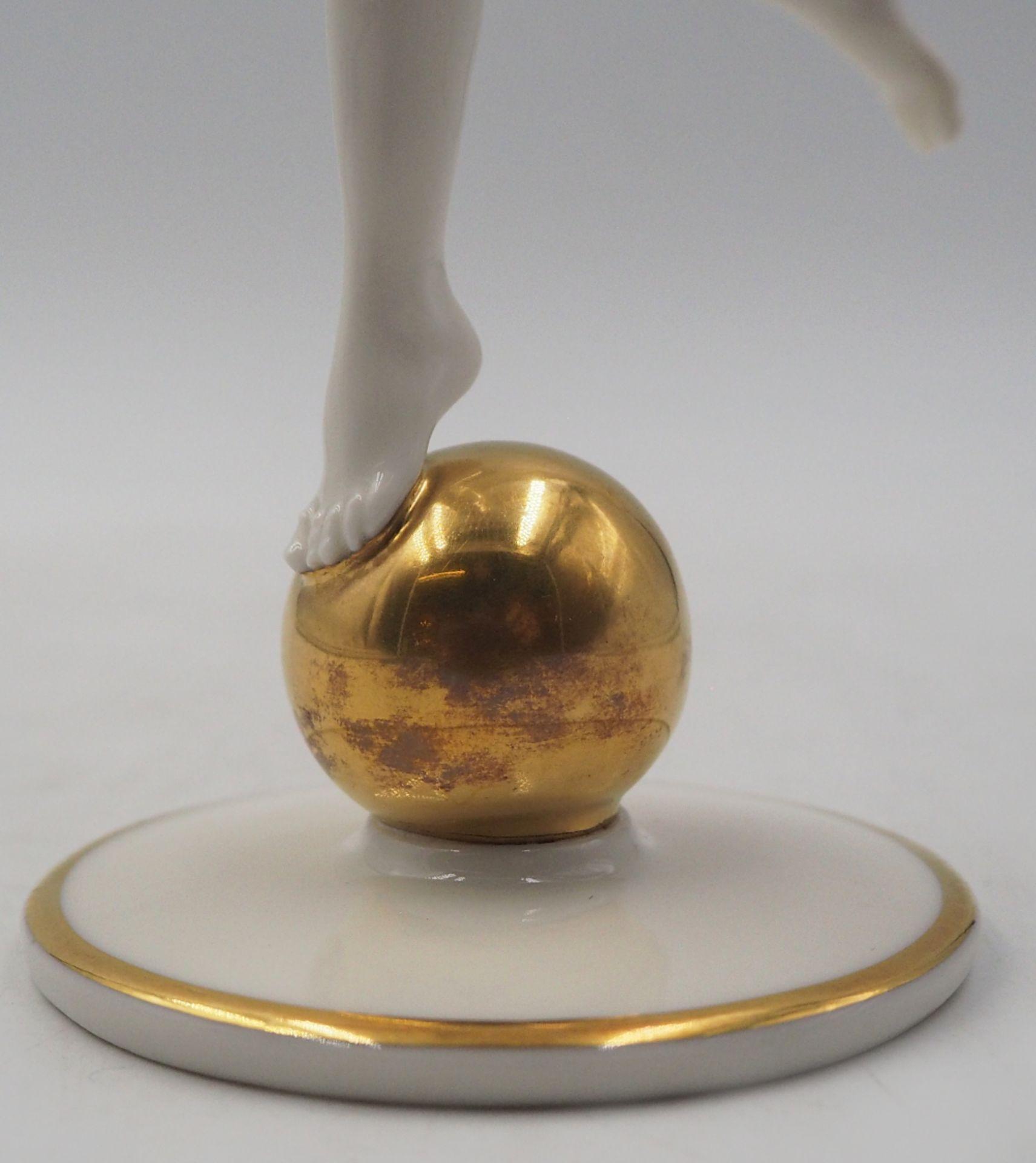 """1 Porzellanfigur HUTSCHENREUTHER, Selb, US-Zone """"Die Sonnenanbeterin/Frau auf Goldkugel"""" <br - Bild 5 aus 7"""