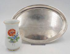 """1 Tablett gemarkt Siilber 800 L ca. 26cm sowie 1 Vase Porz. MEISSEN """"Blumendekor"""" gold"""