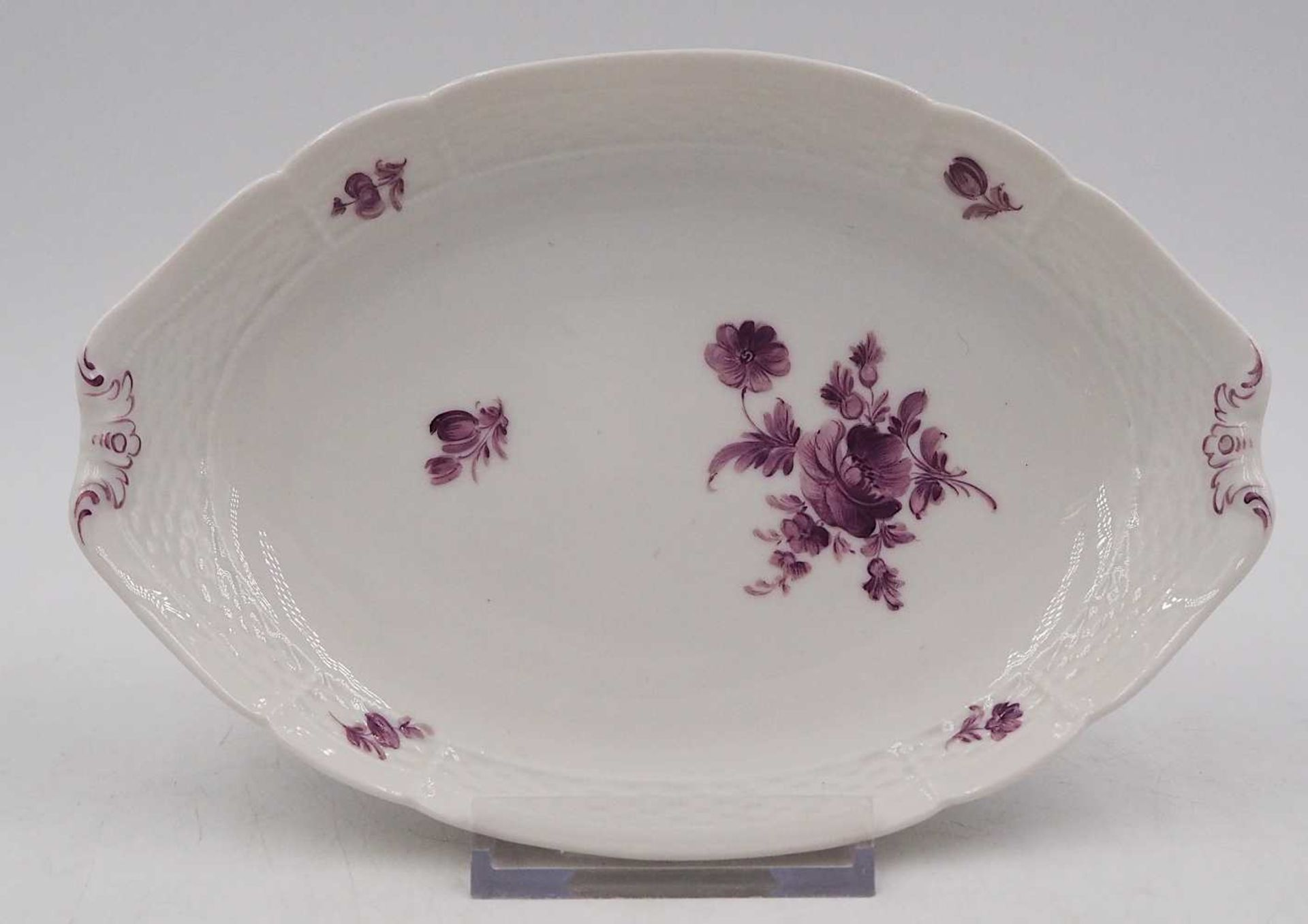 1 Gebäckschälchen Porzellan NYMPHENBURG violetter Blumendekor, Unterglasur-/Pressmar