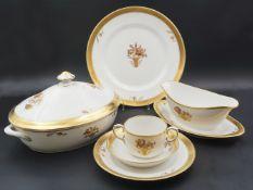 "1 Speiseservice Porzellan ROYAL COPENHAGEN, Dekor ""Goldkorb"", Modellnr. 595 für ca. 6"