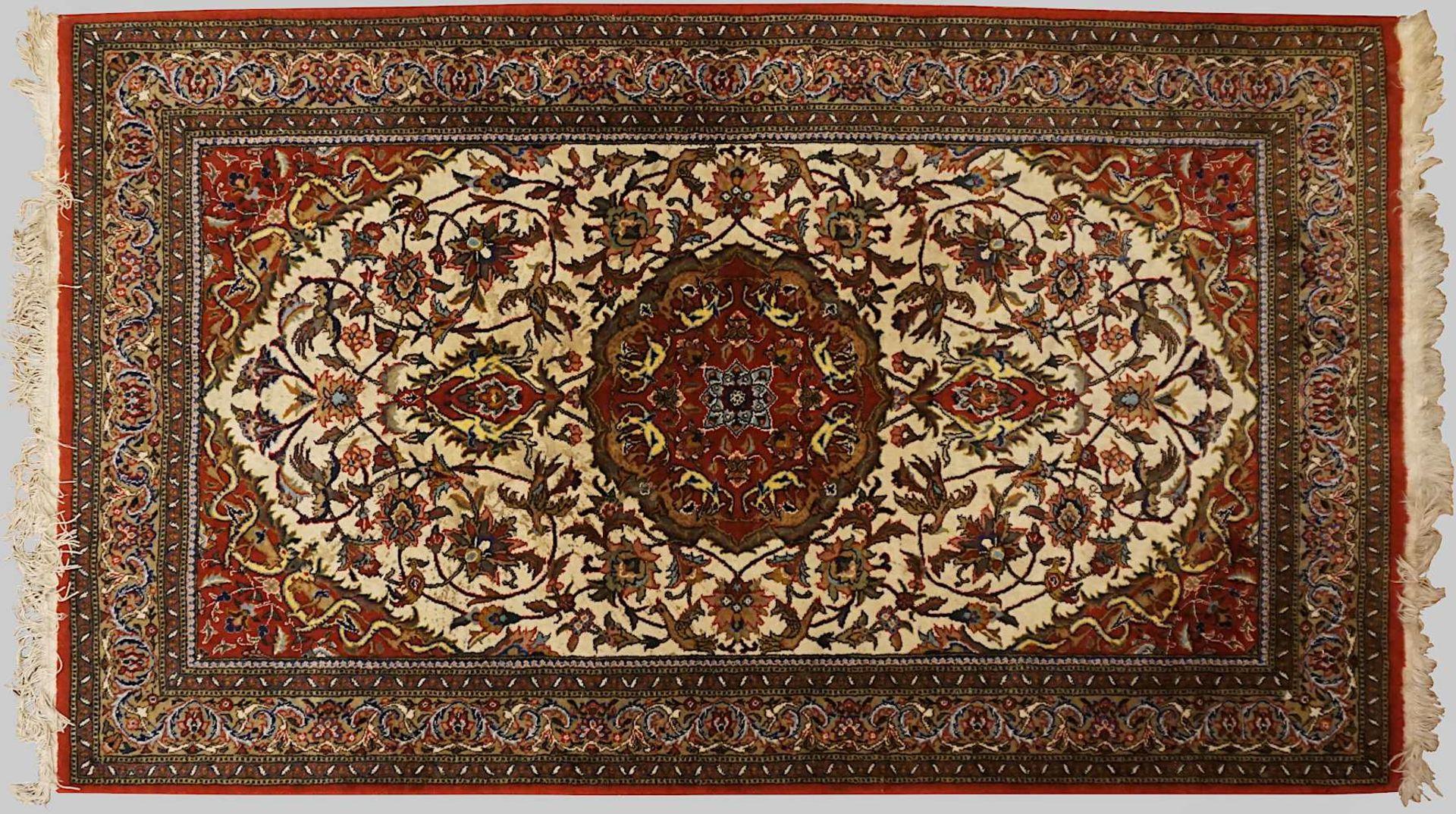 1 Konv. Orientteppiche/-brücken z.T. wohl ISFAHAN, Ägypten, 20. Jh. Mittelfeld beige - Bild 3 aus 3