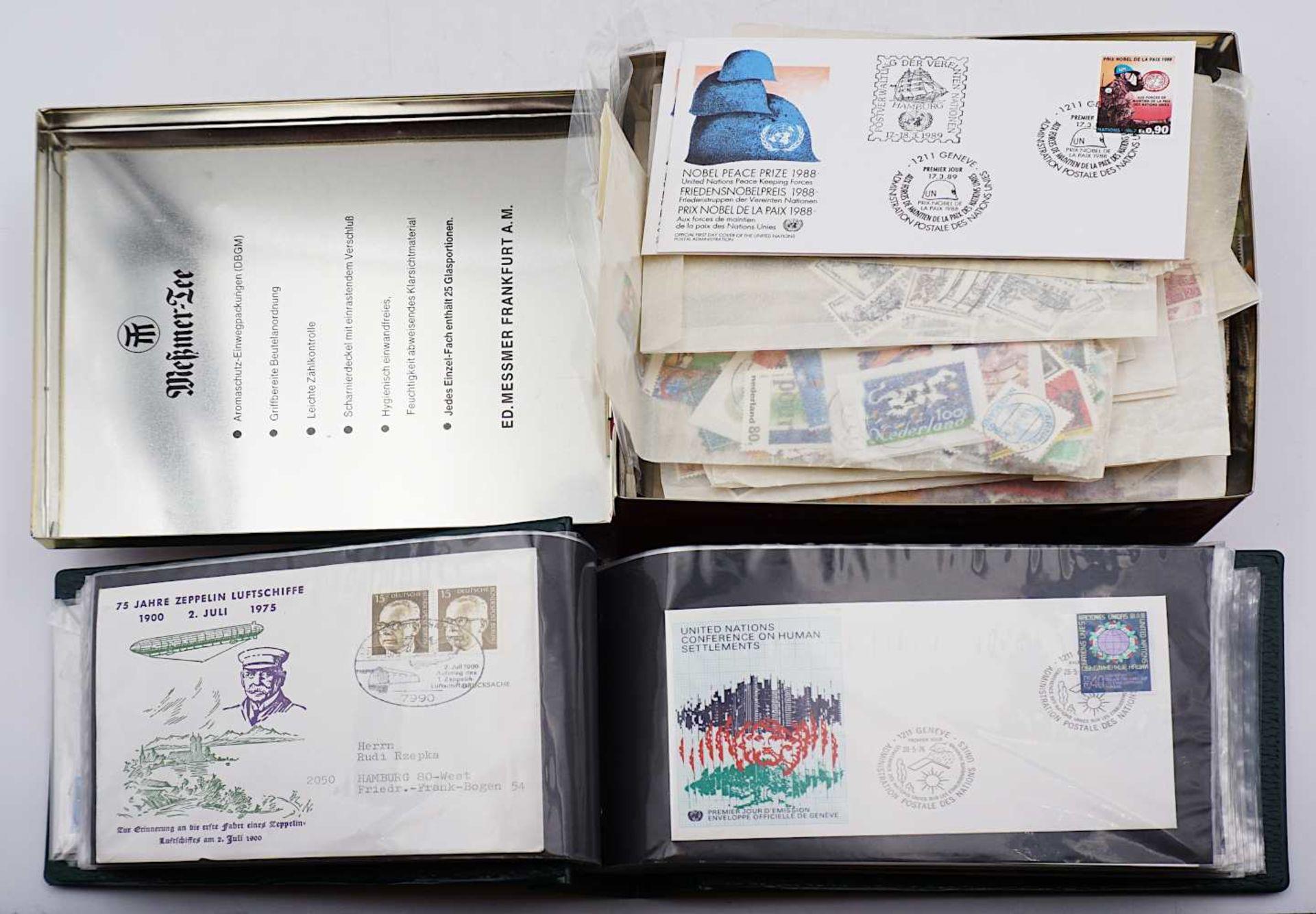 1 Konv. Briefmarken, Alle Welt 20. Jh. lose in versch. Sammeltüten sowie Postkarten/B - Bild 2 aus 2