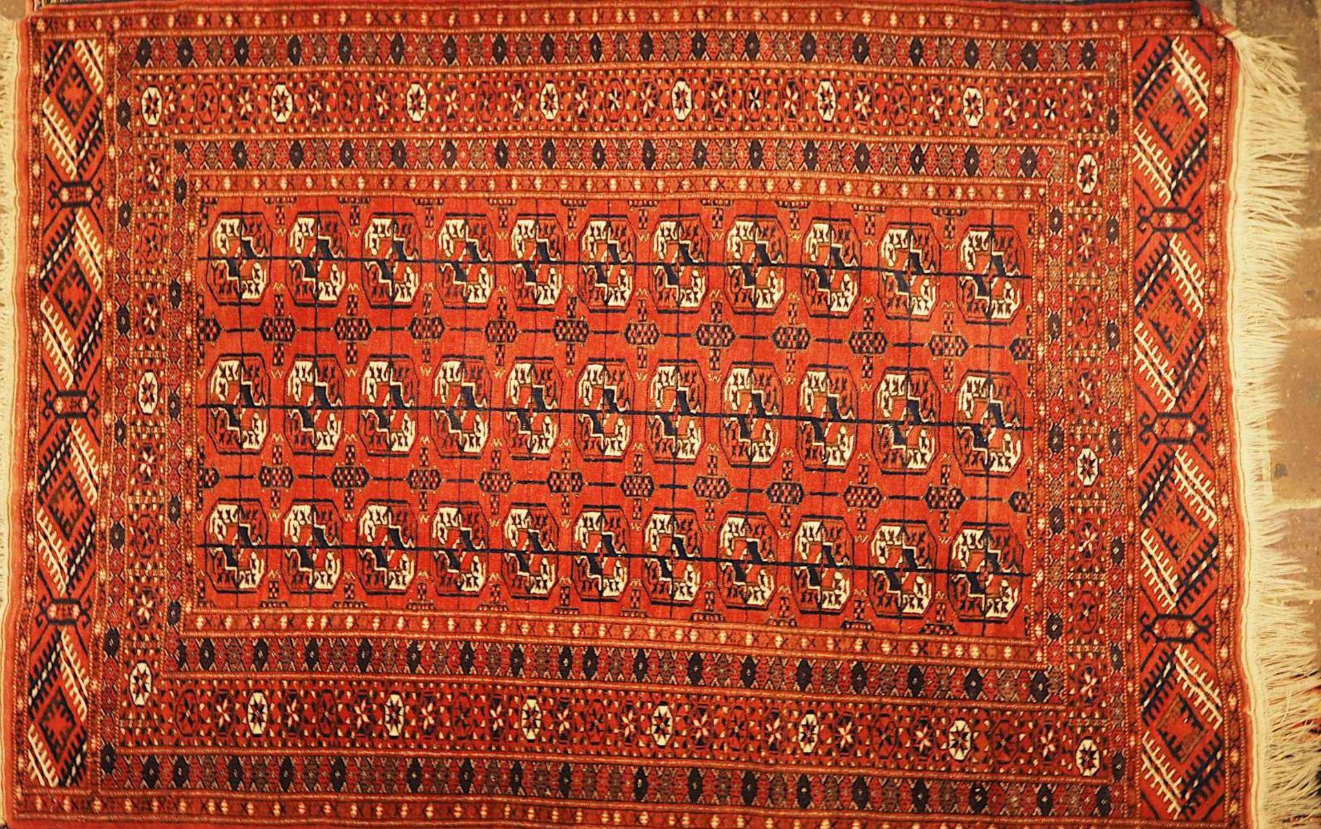 1 Orientgalerie Iran in Rosé-Tönen, 20. Jh. Mittelfeld mit Medaillonreihung und klei - Bild 3 aus 3