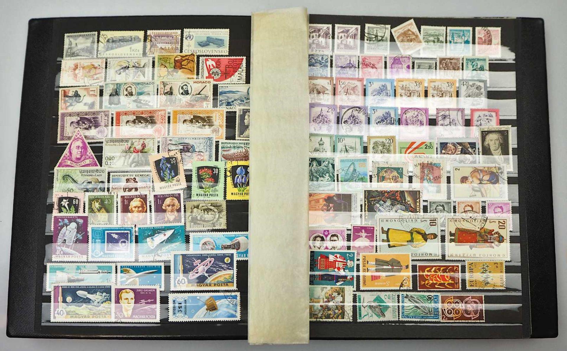 1 Konv. Briefmarken in 3 Alben, 2. Hälfte 20. Jh.: BRD, Alle Welt, z.T. Sondermarken - Bild 2 aus 4
