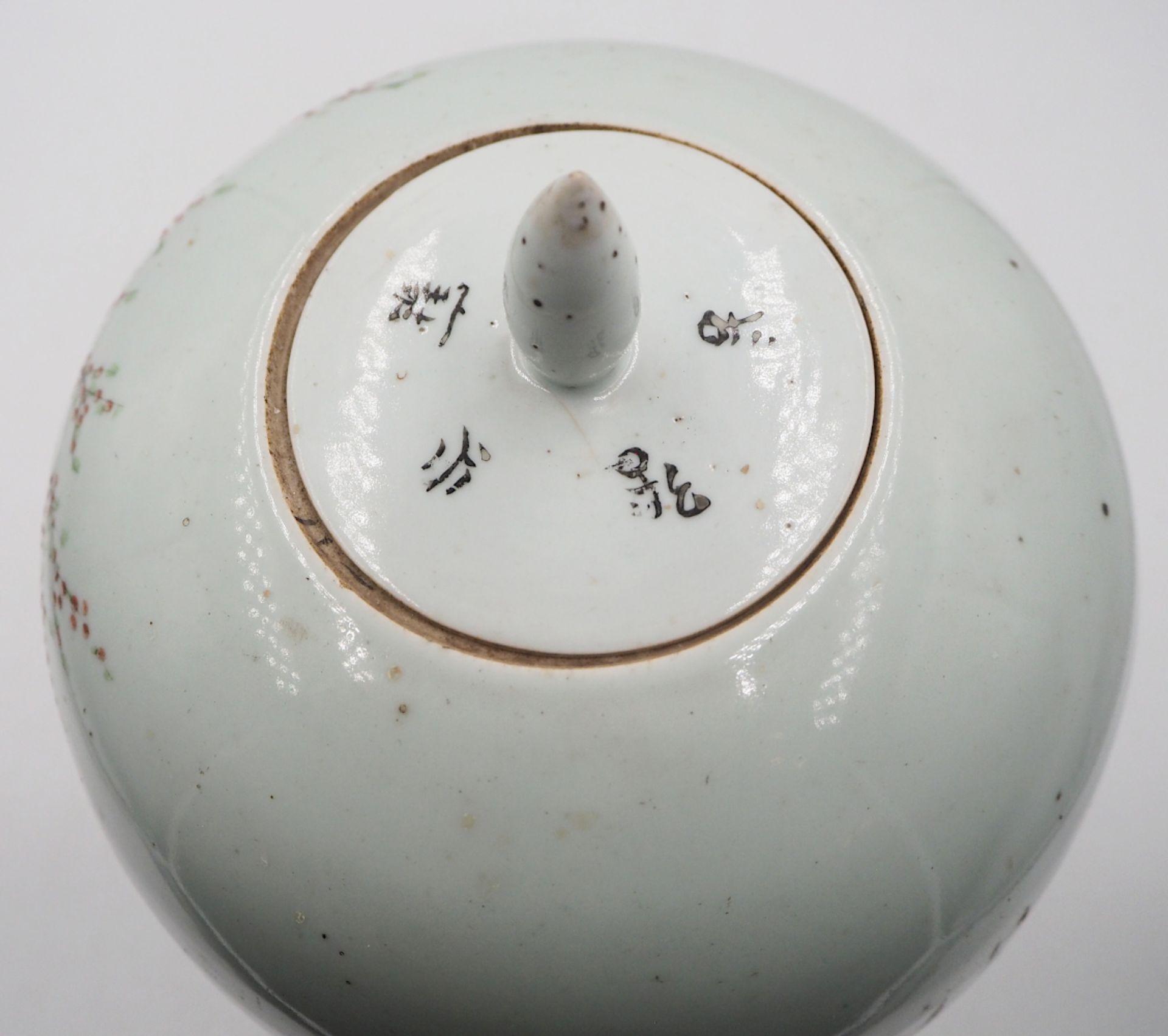 """1 Deckelvase Porzellan beige-/hellgraugrundig, mit japanischem Dekor """"Frauen beim Kirschblütenf - Bild 4 aus 6"""