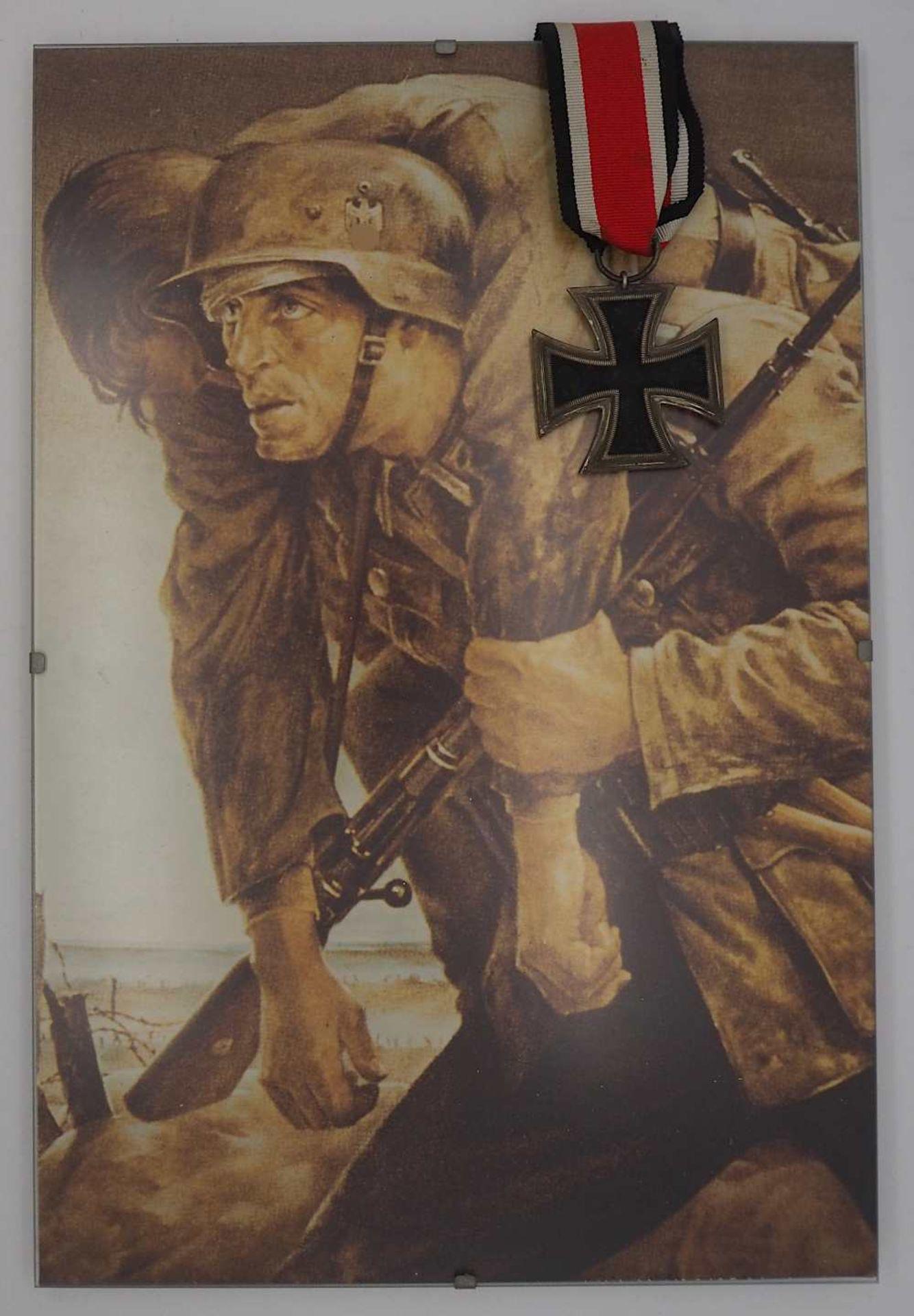 """1 Orden 2. WK """"Eisernes Kreuz am Band"""" sowie 1 Reprint """"Deutscher Held"""" ca. 30x20cm, R"""