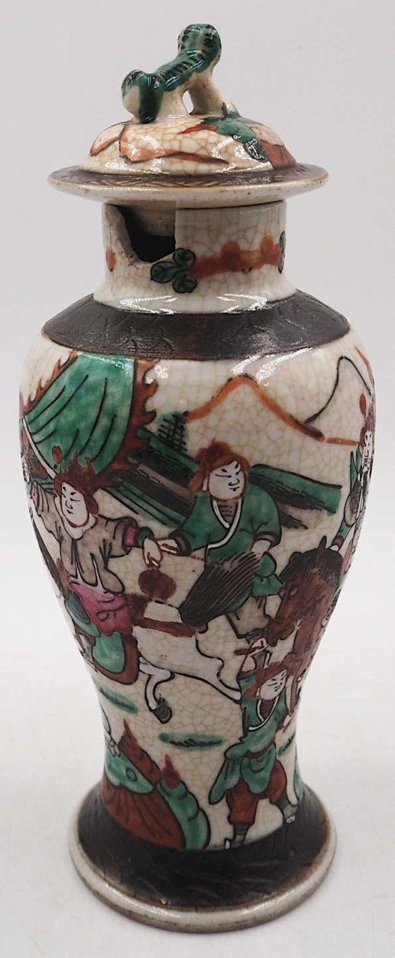 """1 kleine Deckelvase Porzellan, auf Boden mit Klebezettel bezeichnet: """"Ch'êng hua - Bild 3 aus 4"""