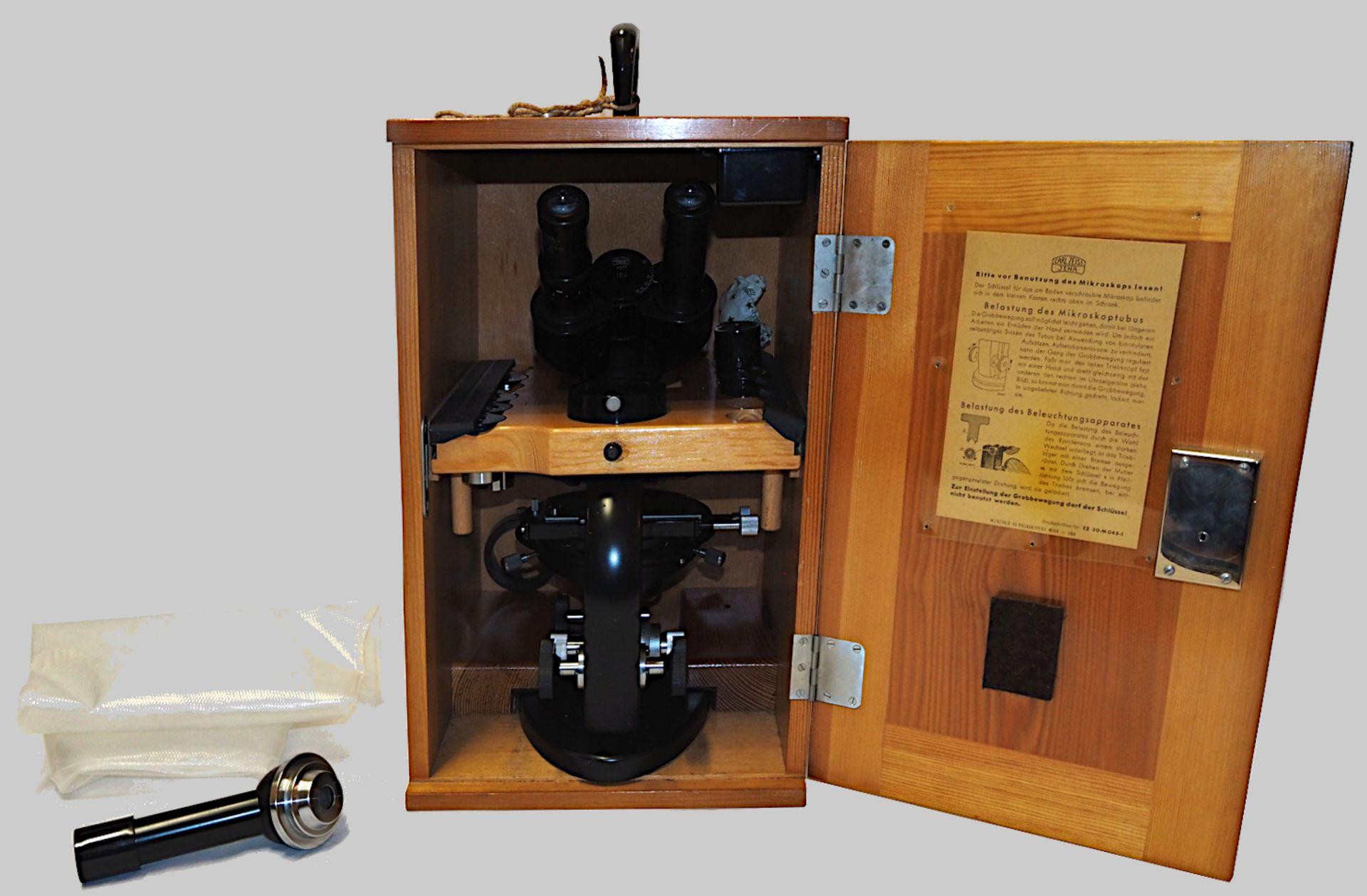 "1 Mikroskop CARL ZEISS, Jena, Modellnummer: ""351510"" schwarz, mit doppeltem Okular, Ei - Bild 2 aus 2"
