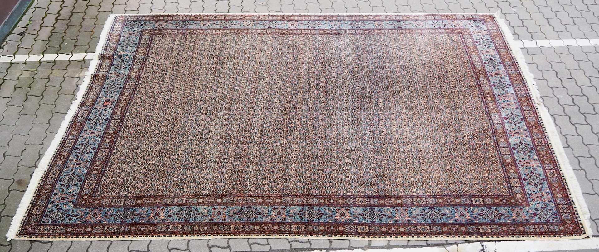 1 Orientteppich beige-/hellblaugrundig, floraler Dekor, Mehrfachbordüre, ca. 370x296c