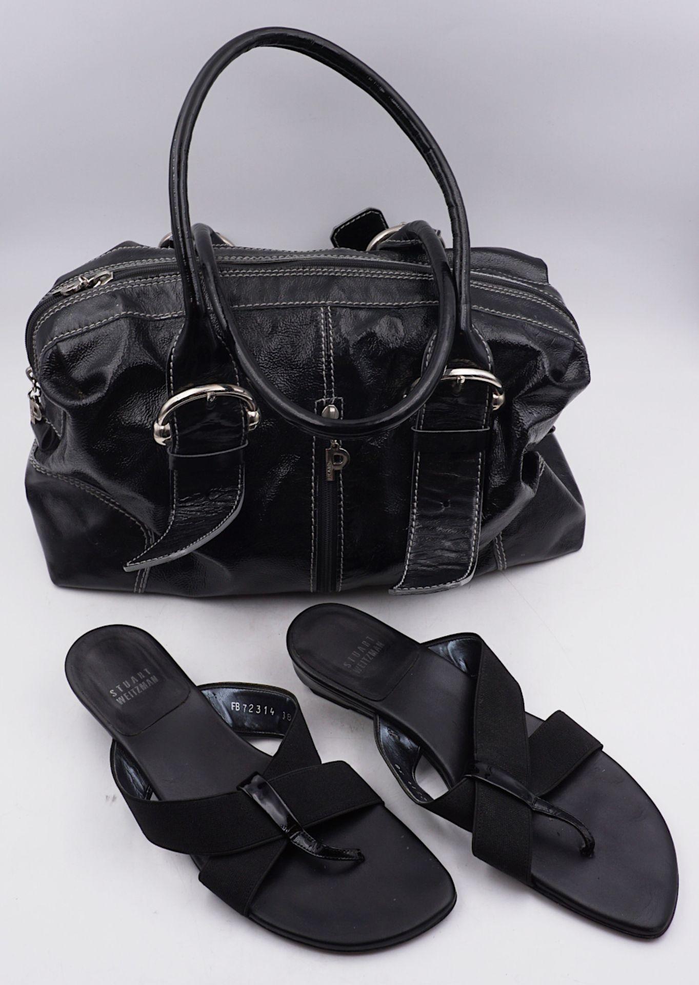 1 Damenhandtasche PICARD Lack schwarz sowie 1 Paar Zehensandalen STUART WEITZMAN jew. Tsp./Asp.<