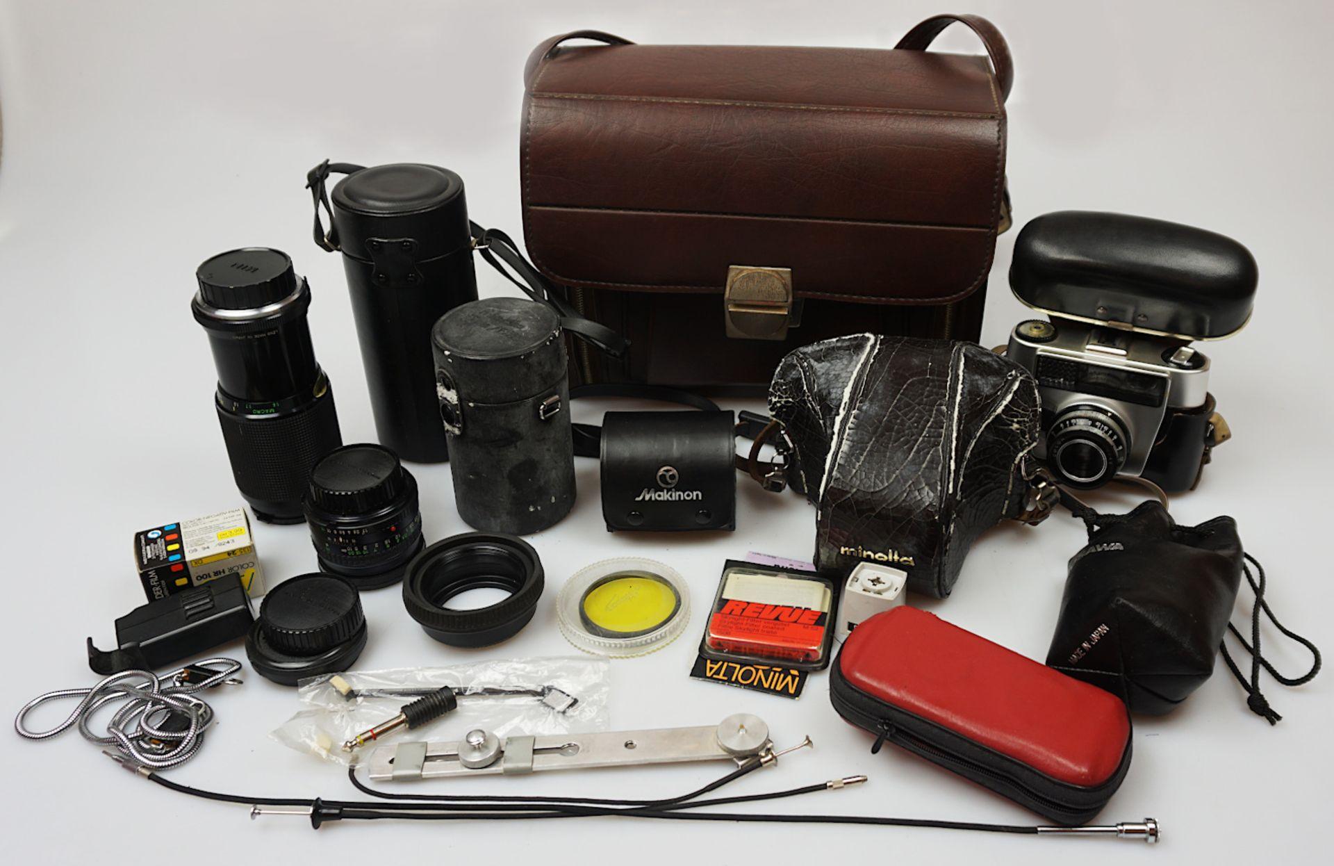 """2 Fotoapparate MINOLTA """"SR T303b"""" und PORST """"KB 100"""" sowie Objektive REVUE """"Non-Zoom 1"""